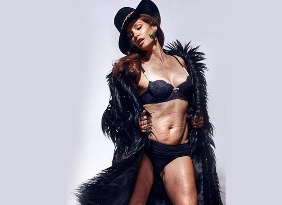 Cindy Crawford's Unretouched Photo Goes Viral on Twitter