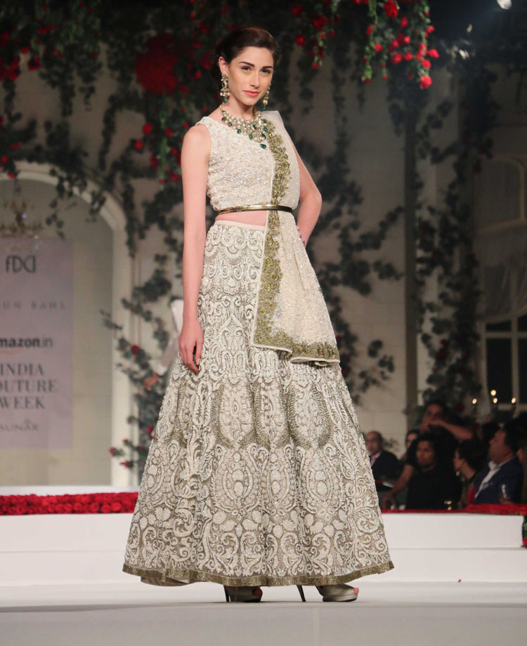This rather simple lehenga is accentuated by exquisite embroidery.
