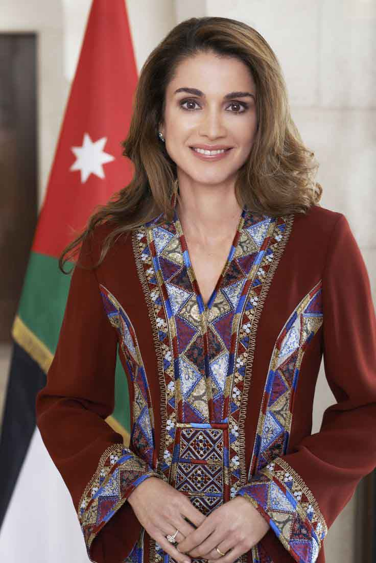 For official functions, Queen Rania wears these gorgeously embroidered kaftans