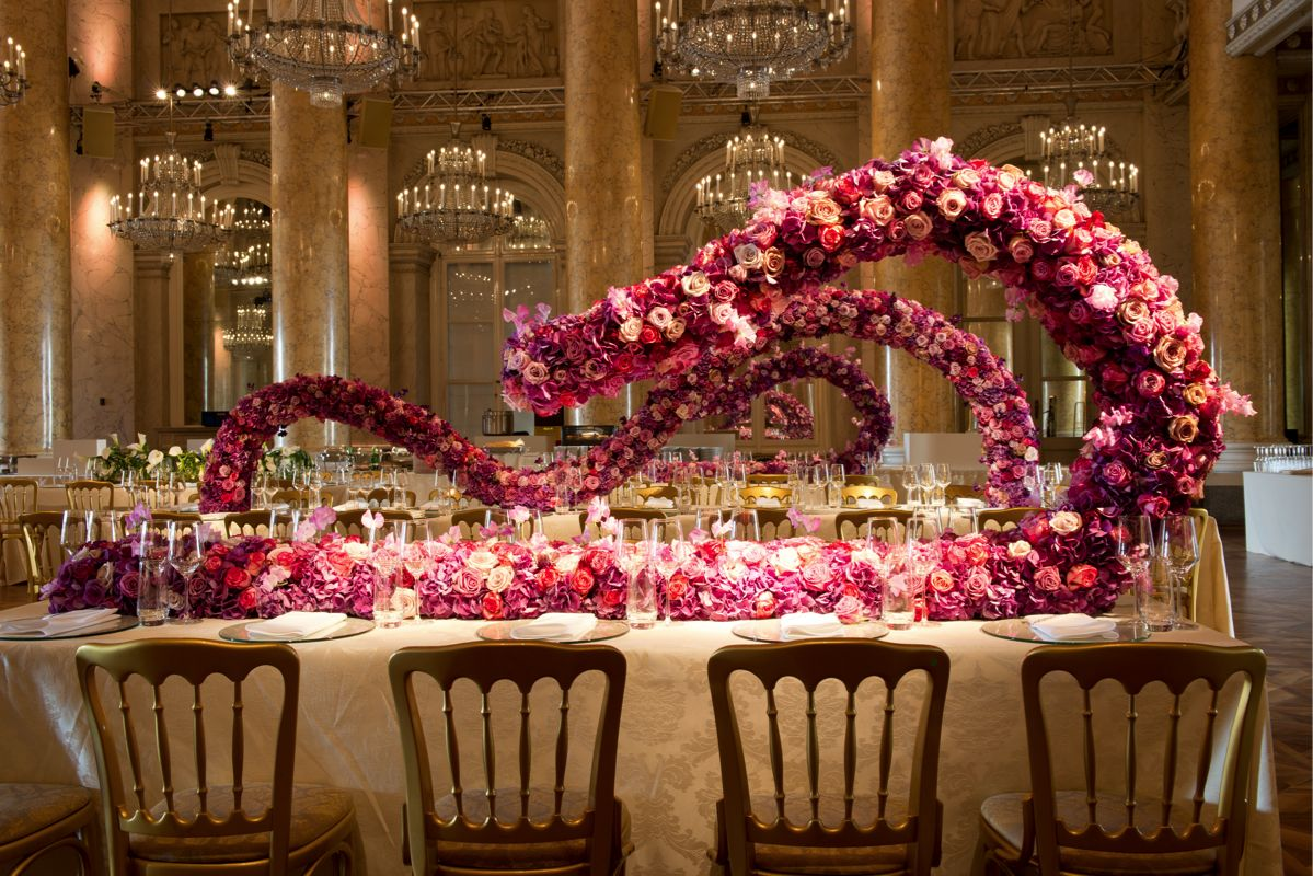 The decor at the wedding enhances the beauty of the palaces
