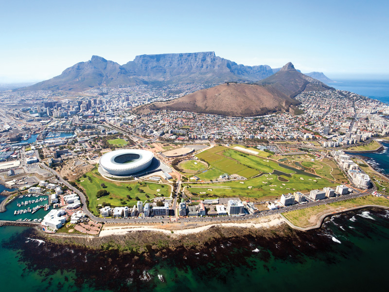 The-city-cocooned-within-the-Table-Mountain-National-Park