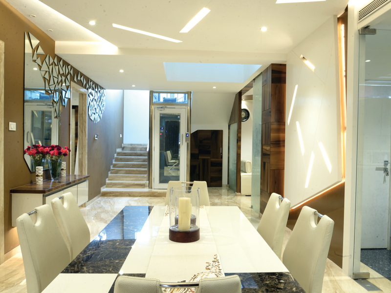 The-dining-and-kitchen-area-exemplifies-the-modern
