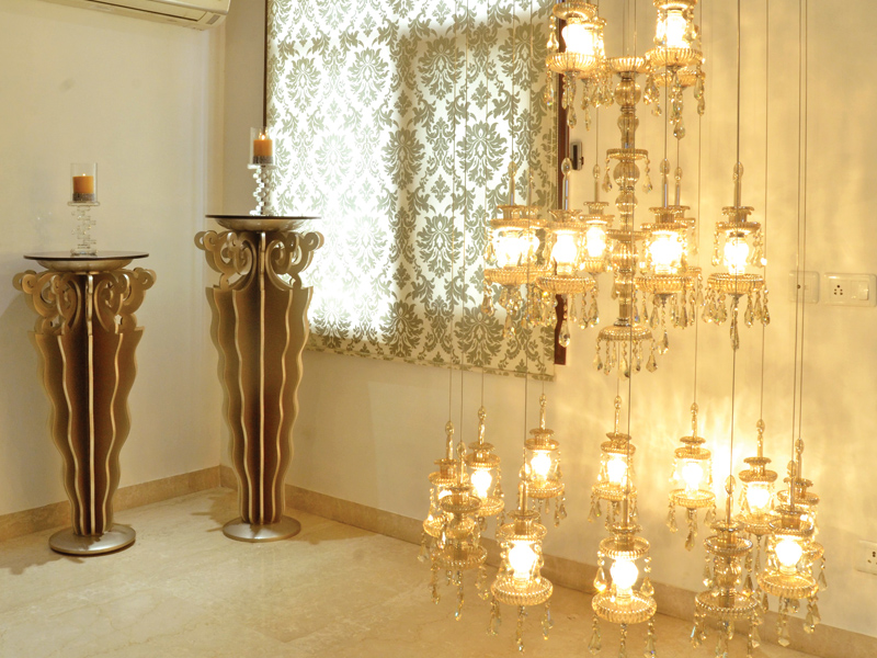 designer-Prerna-Interior-floor-length-chandelier
