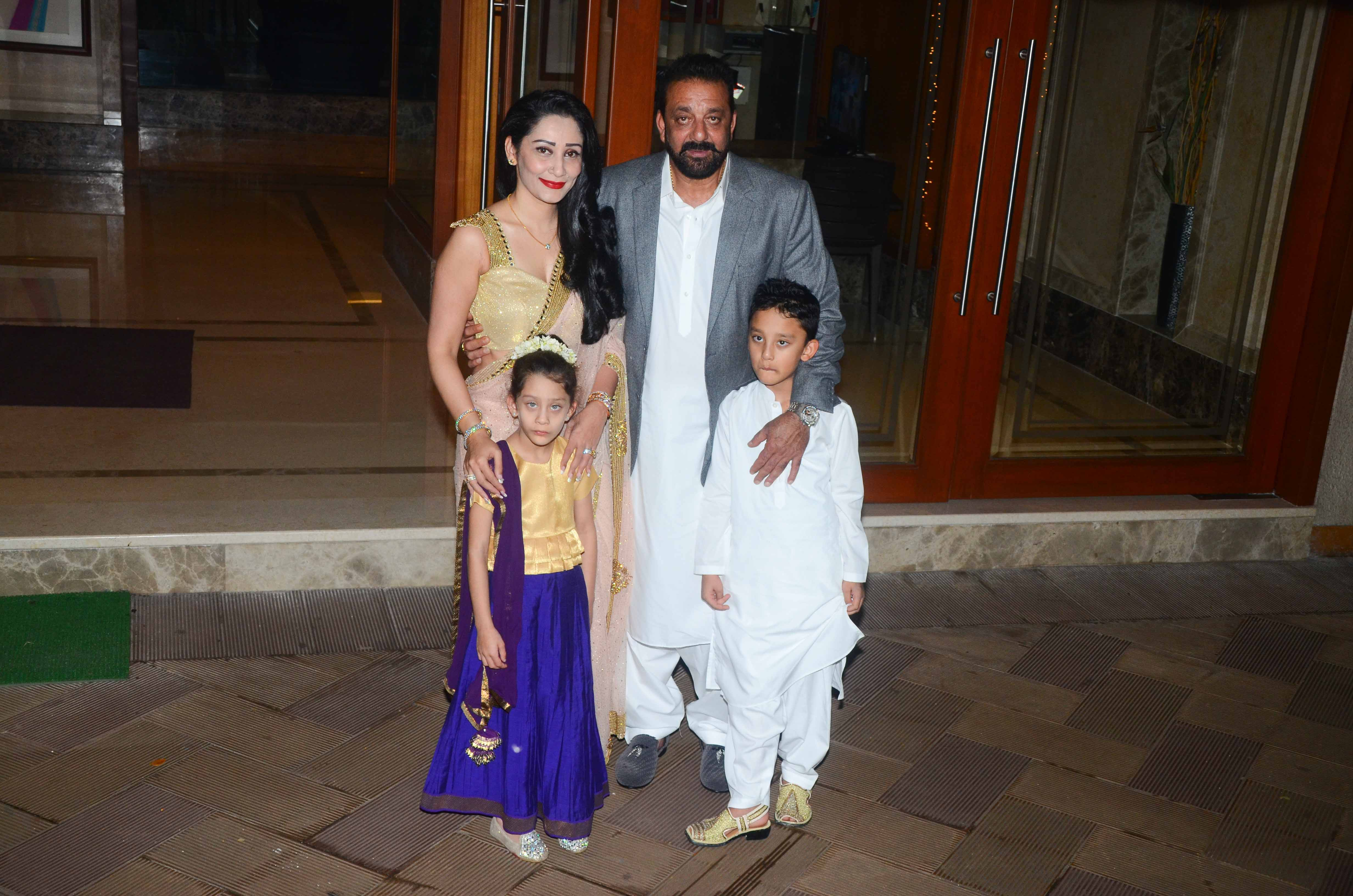 Sanjay Dutt And Manyata Dutt With Their Kids