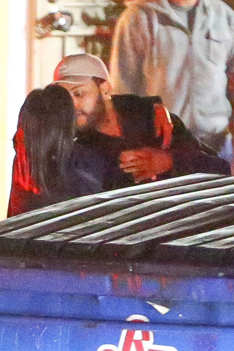 selena-gomez-weeknd-kissing 2