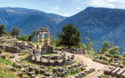 Delphi-sanctuary-of-the-oracles