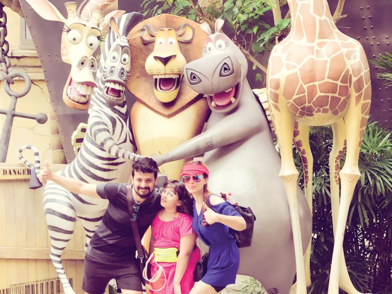 Rajiv-Khushi-and-Manisha-at-the-Universal-Studios