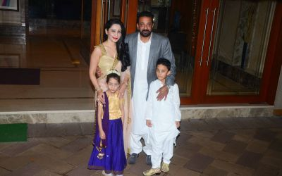 Sanjay Dutt And Manyata Dutt With Their Kids