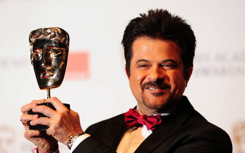 Anil Kapoor takes selfies with fans in ATM line