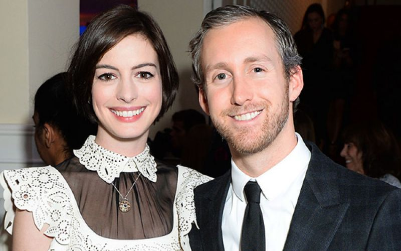 Anne Hathaway Confirms Her Pregnancy With Bikini Photo