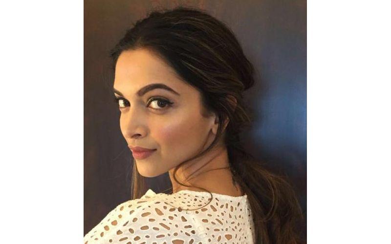 Deepika rocks the no-makeup make up look flawlessly