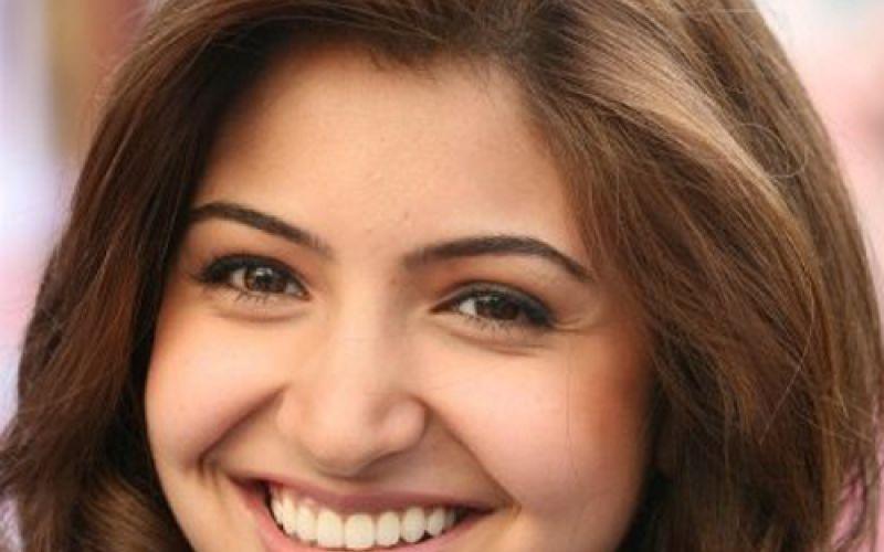 Get Anushka Sharma's glow