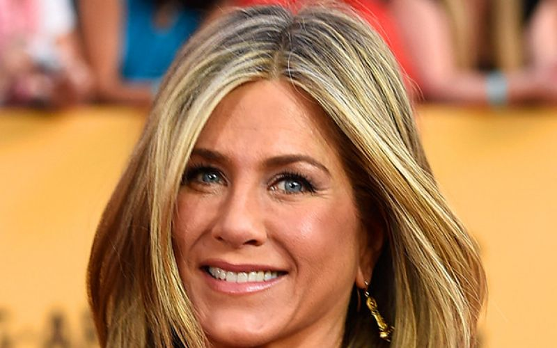 JenniferAniston stuck at 'crossroads' in her life
