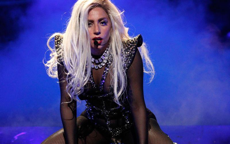 Lady-Gaga-Perform-Victoria-Secret