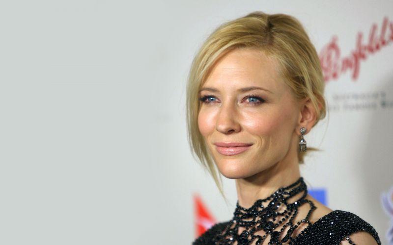 Cate Blanchett Talks About Chris Hemsworth