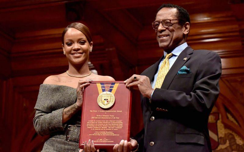 Rihanna Named 'Humanitarian of the Year'
