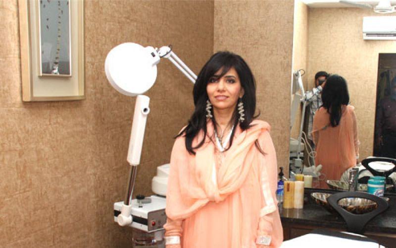Zahra Jabeen, skincare specialist & owner of Par Exsalonce