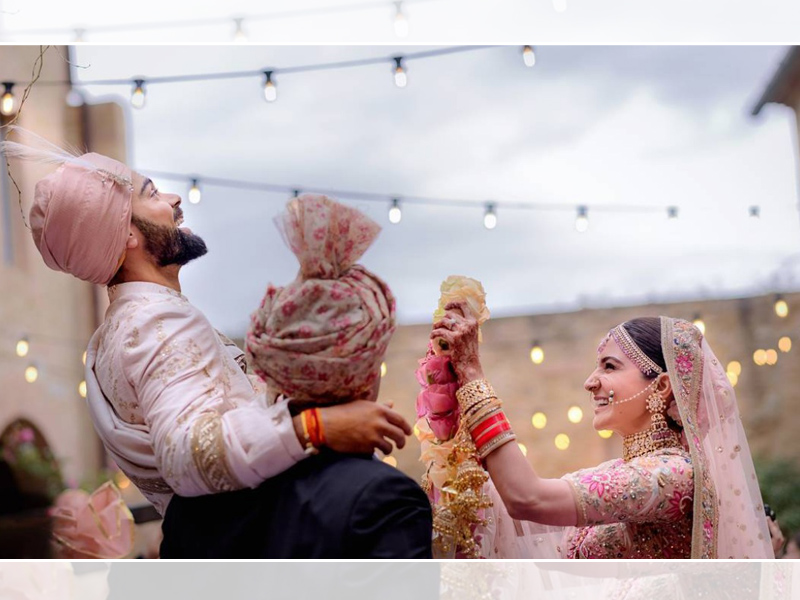 Virat and Anushka with garland